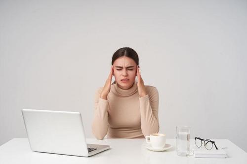 Τα βαθύτερα αίτια του χρόνιου πονοκεφάλου