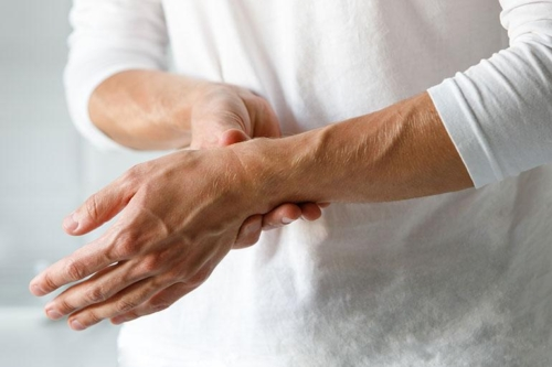 Τα συμπτώματα και η αιτιολογική θεραπεία της Ρευματοειδούς Αρθρίτιδας